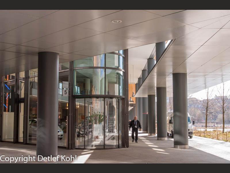 Geborgene moderne Architektur Berlin Potsdamer Platz