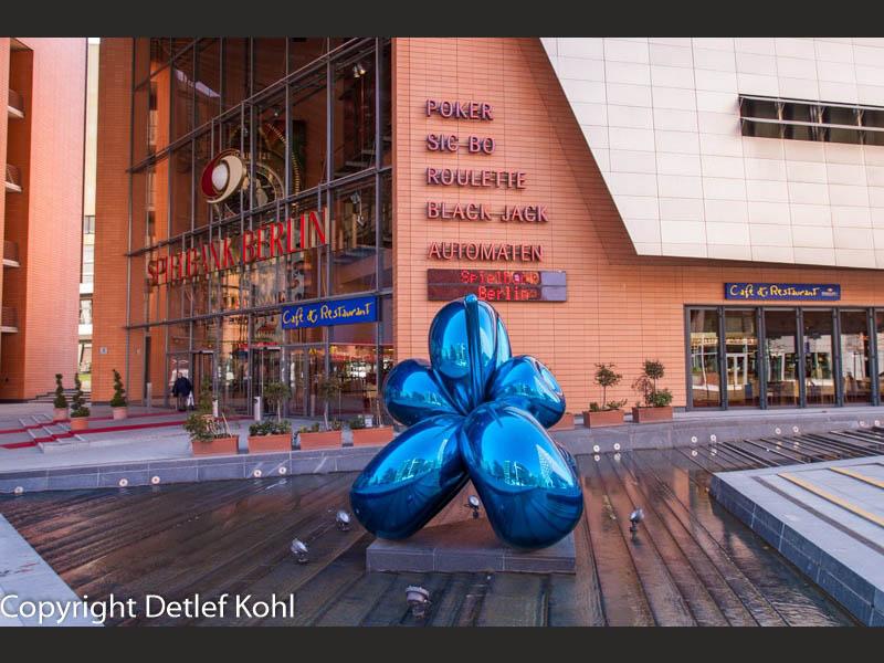 Plastischer Formenkontrast - Berlin Potsdamer Platz im Spiegel der Kunst