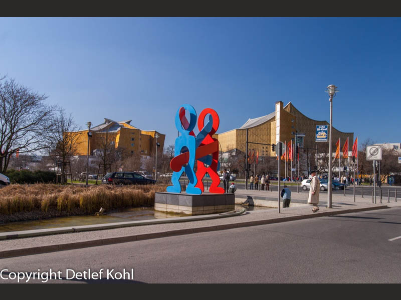 Figuren an der Philharmonie - Berlin Potsdamer Platz 2005