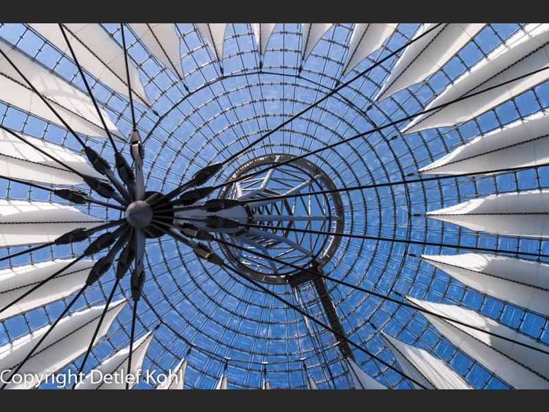 Segel im Wind Berlin Potsdamer Platz