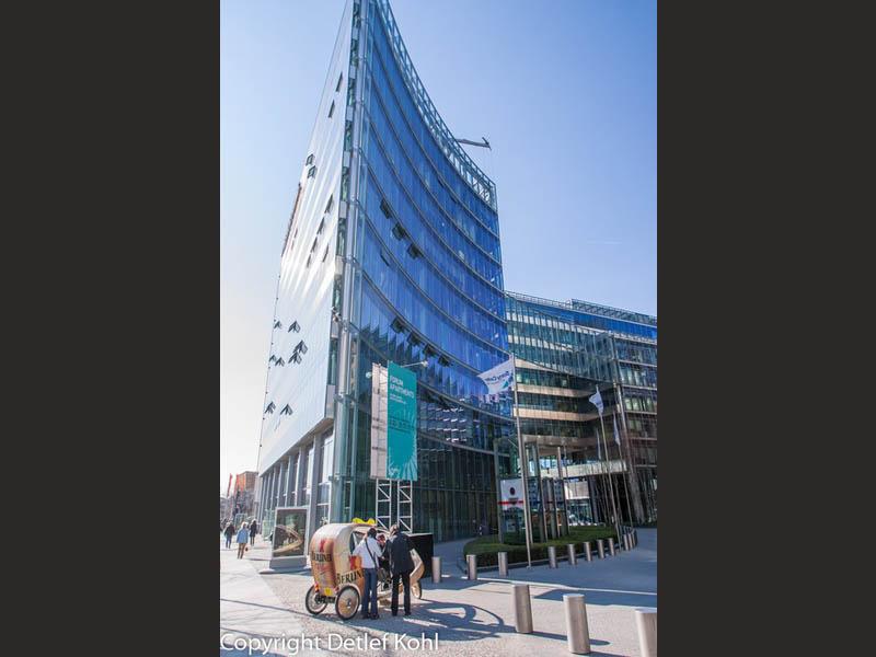 Himmel oder Gebäude? Grenzenlose Formen am Potsdamer Platz