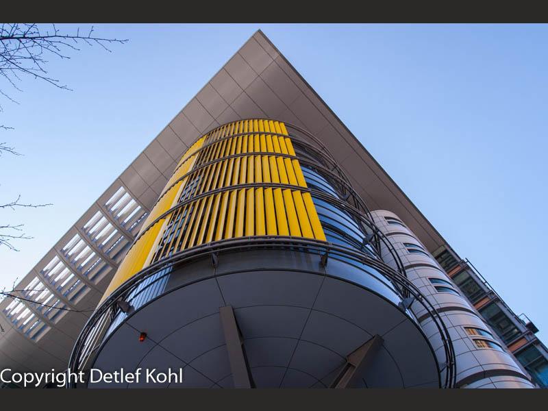 Fotografie mit geometrischen Formen am Himmel Berlins - Potsdamer Platz