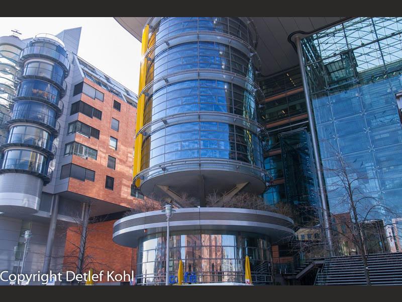 architektonische Spielerei - Glaszylinder am Potsdamer Platz Berlin