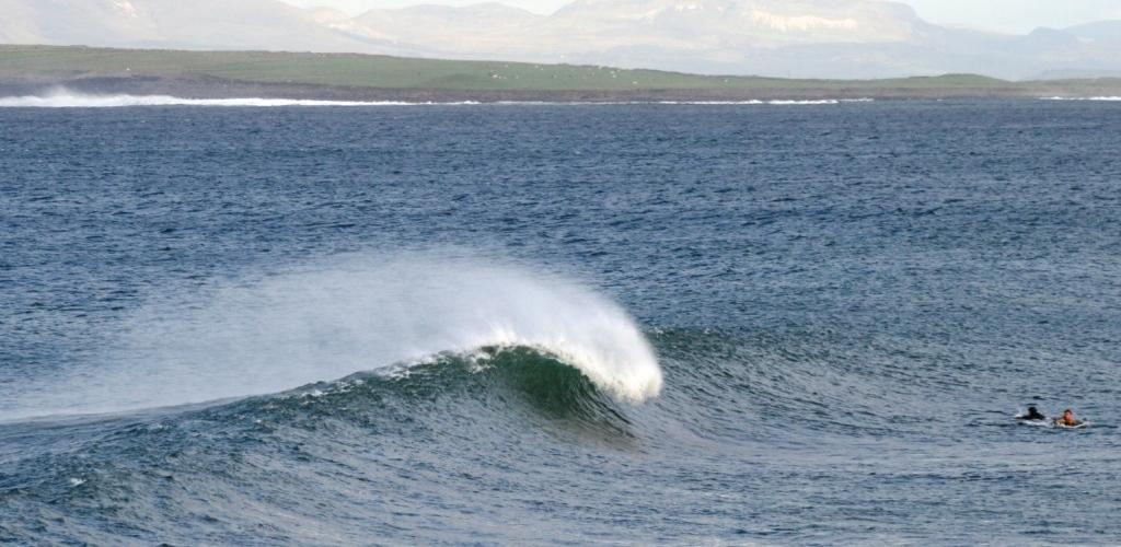 Surfe einsame Wellen